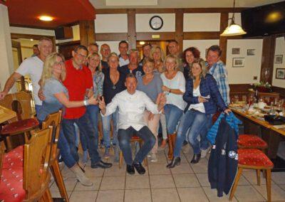 Gruppenfoto in Schenke