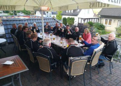 Bier trinken in Gruppe